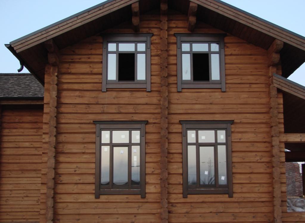 окна в деревенном доме