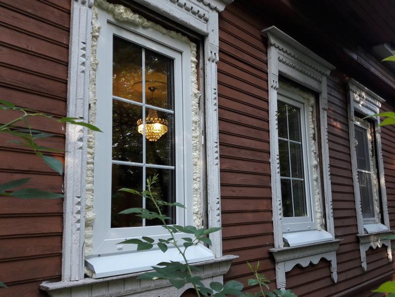 Дует с балконной двери пластиковой