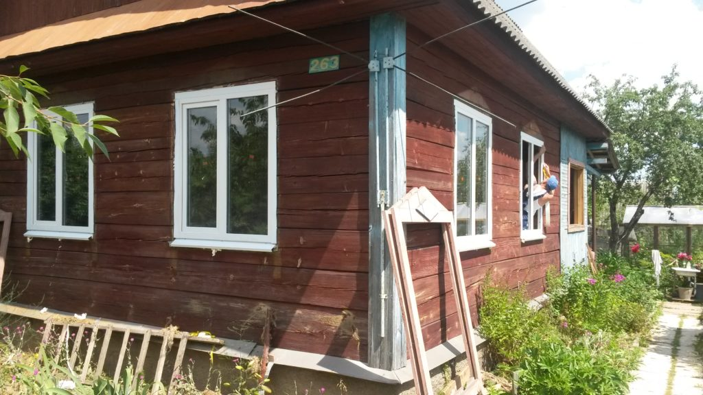Установка пластиковых окон в старом деревянном доме